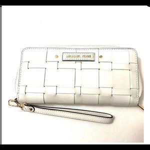 MICHAEL Michael Kors Bags - Michael Kors Vivian wristlet/wallet optic white